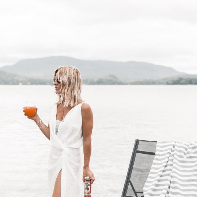 Forget Sunday scaries and enjoy the moment with Bella Amari ———————— Oubliez le blues du dimanche et profitez du moment avec Bella Amari 📸@mademoisellejules .  #BellaAmari #BeautifullyBittersweet #Cocktail #Monday #DouceAmertume #Apéro #lundi