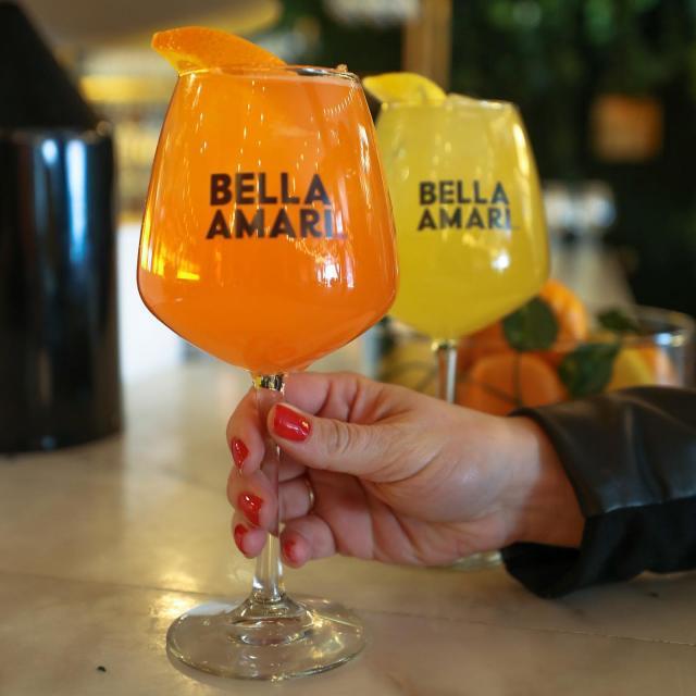 No wrong decisions here, grab whichever one you please! ——————— Pas de mauvaise décision ici, prenez celui qui vous plaît! .  #BellaAmari #BeautifullyBittersweet #Dinner #Cocktail #AntiPasti #DouceAmertume #Souper